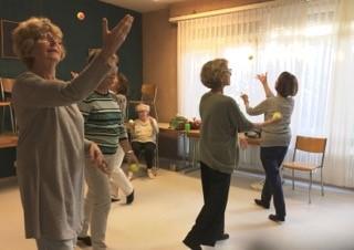 Thérapie dans rythmique seniors